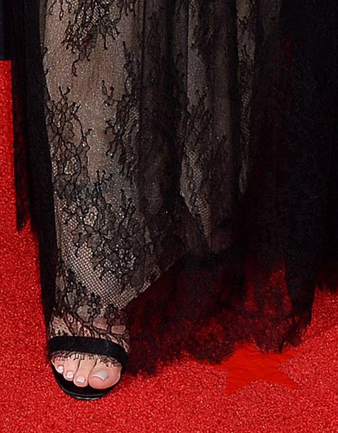 sophie turner emmy primetime christian louboutin red carpet