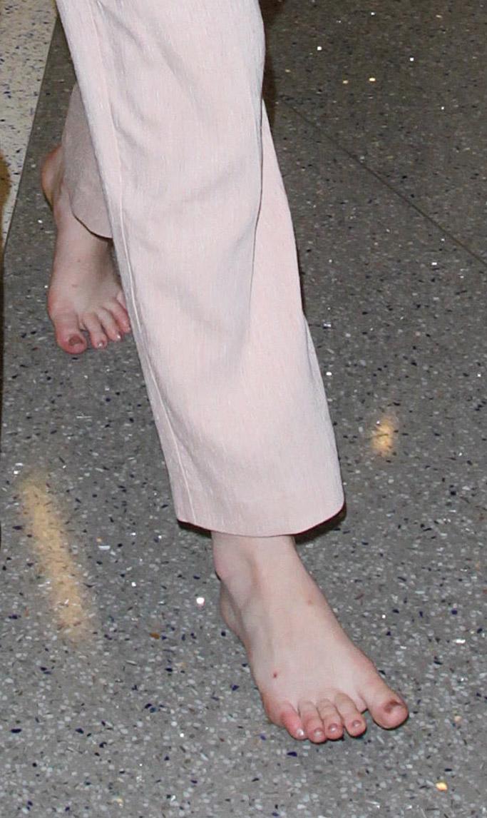 elle fanning barefoot feet