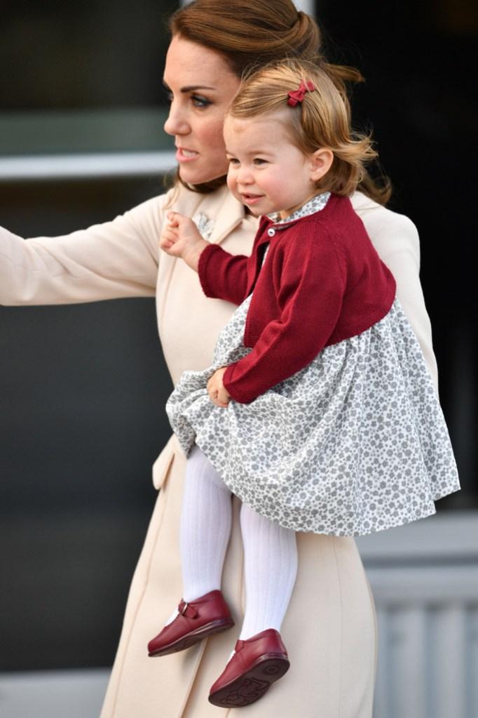 kate middleton, princess charlotte, dona carmen shoes