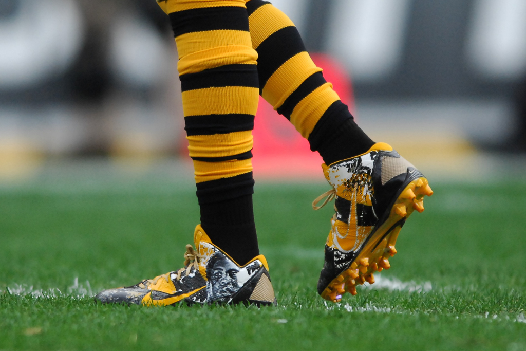 Antonio Brown's Custom Muhammad Ali Nike Cleats