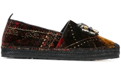 These plaid embellished slipper are simply lavish.