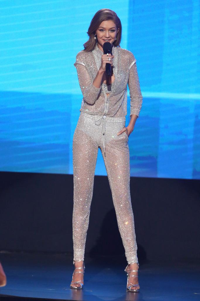 Gigi Hadid AMAs 2016