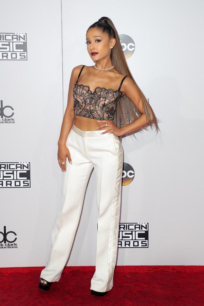 Ariana Grande amas