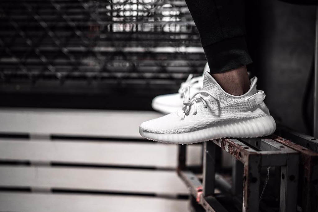 all white yeezy 350 boost