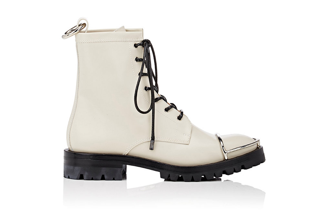 13 White Winter Boots You Can Wear in