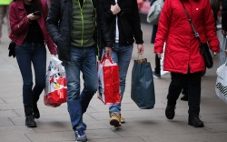 holiday-shoppers-shopping