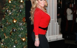 Mariah Carey Christmas Lighting