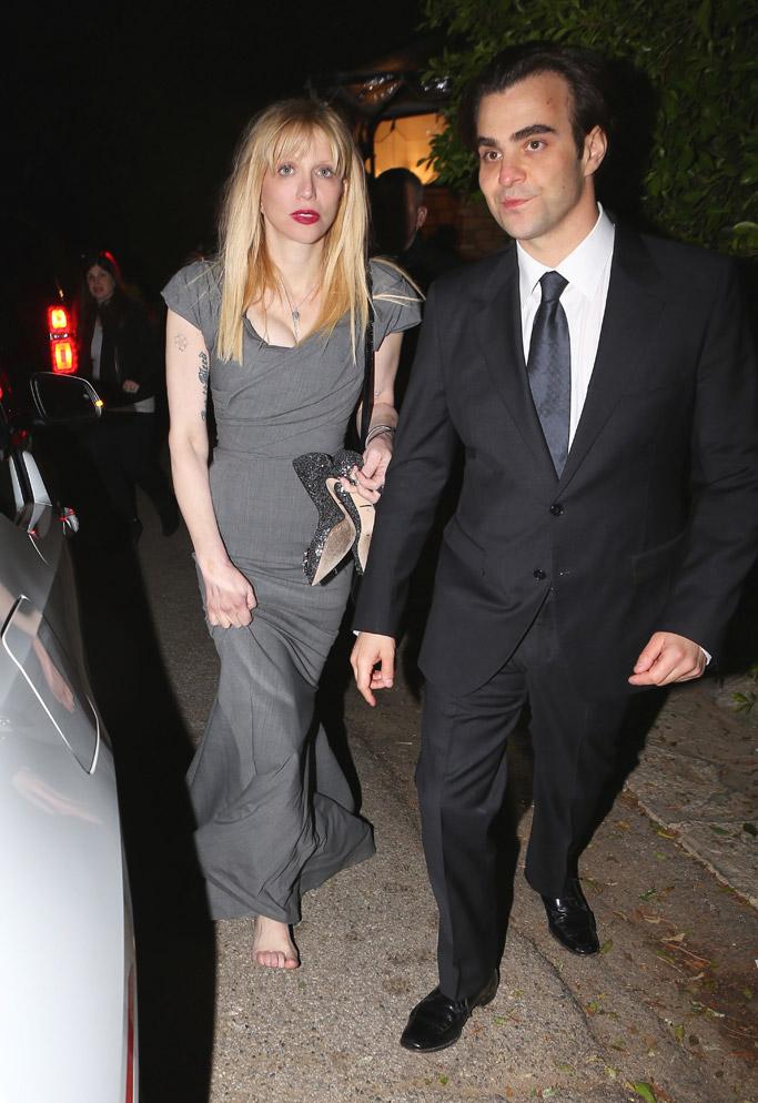 Courtney Love barefoot