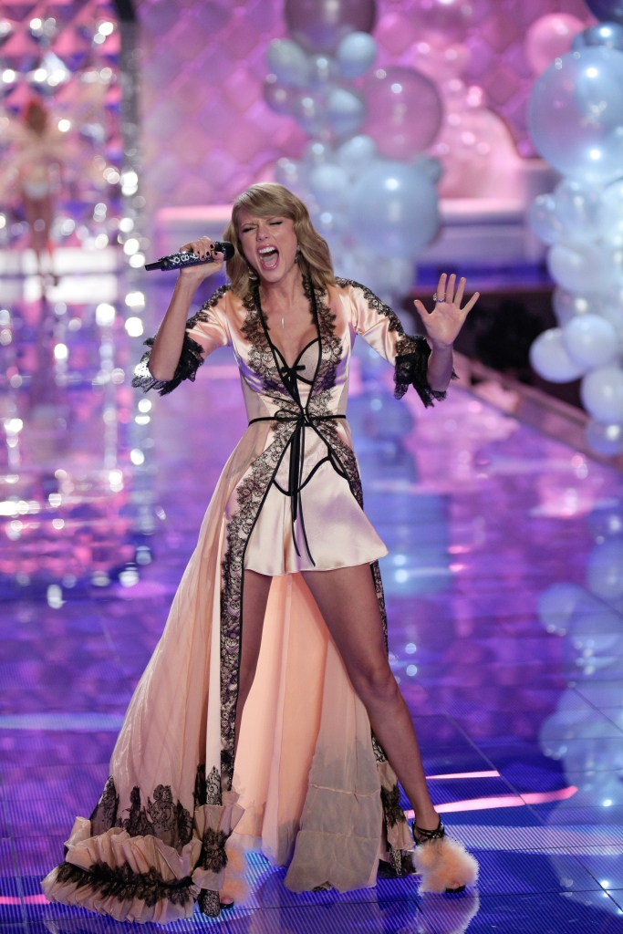 Taylor Swift , nicholas kirkwood, sandals, lingerie, Shoe Style