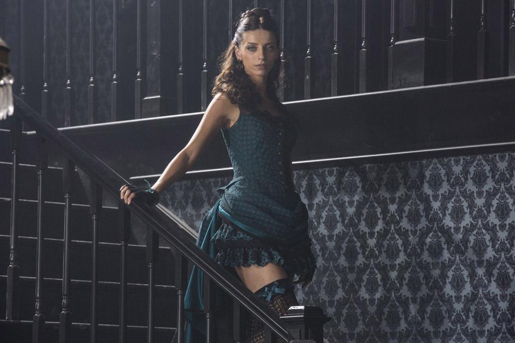 Angela Sarafyan thandie newton westworld costume