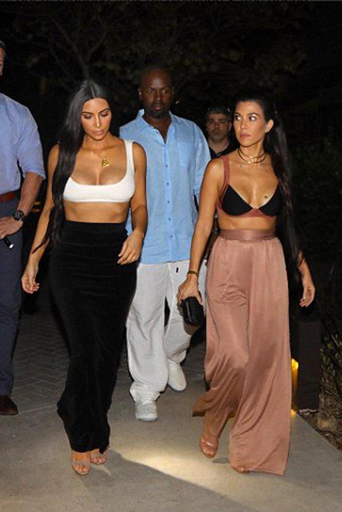 Kim Kardashian West Kourtney Kardashian Costa Rica