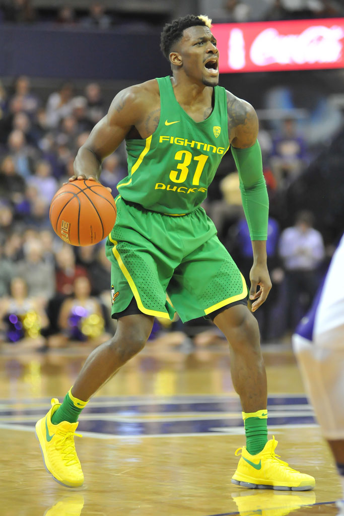 Oregon Ducks' Dylan Ennis calls out a play during a game against the Washington Huskies.