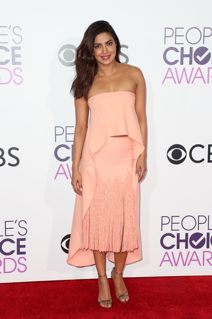 People's Choice Awards Red Carpet priyanka chopra