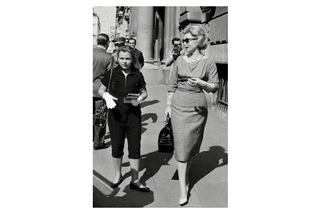 Zsa Zsa Gabor with her daughter in 1958.