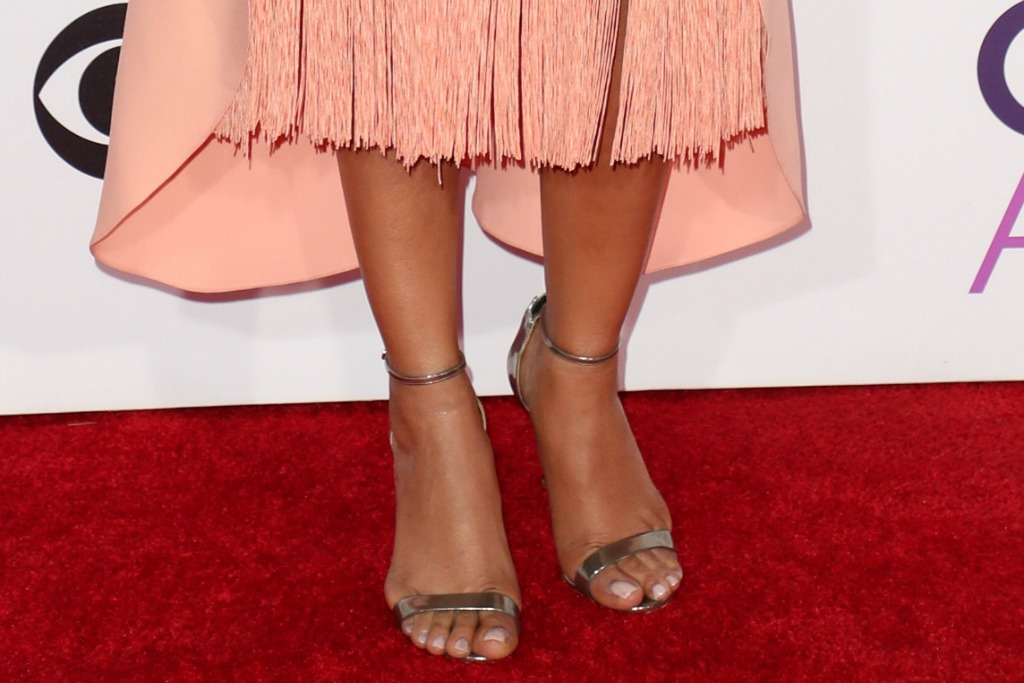 People's Choice Awards red carpet shoe trend.