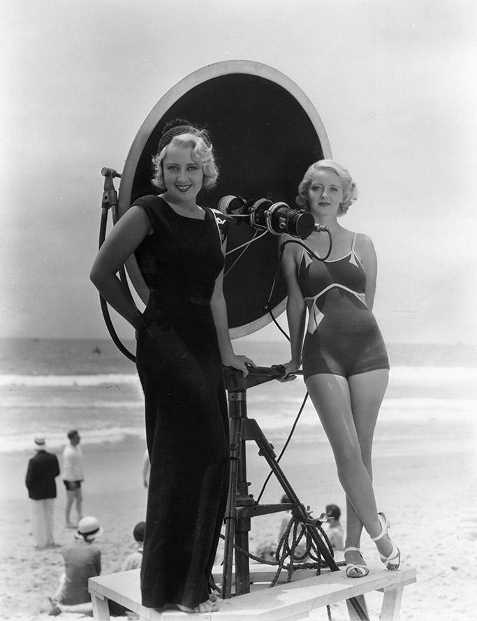 Joan Blondell and Bette Davis in 1933.