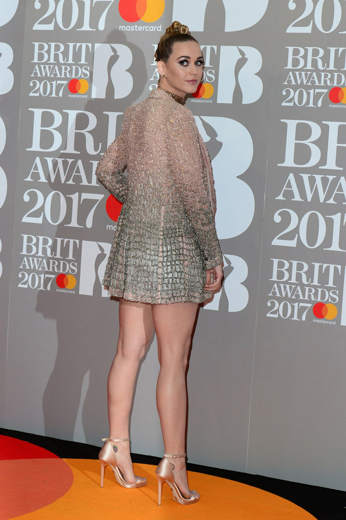 brit awards 2017 red carpet katy perry shoes