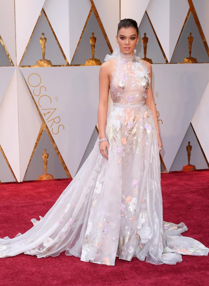 Hailee Steinfeld Oscars 2017 Red Carpet
