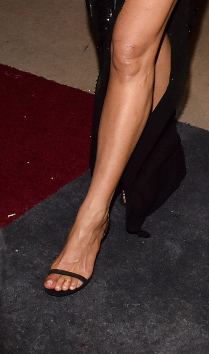 jennifer aniston sandals oscars red carpet 2017