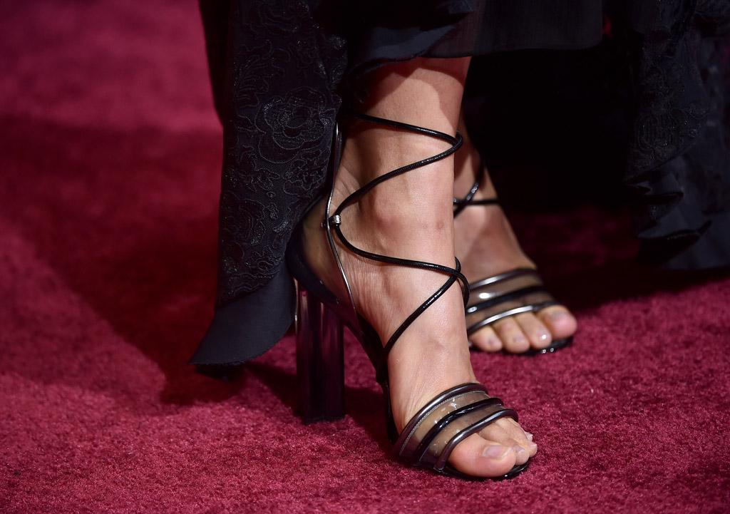 alicia vikander sandals oscars red carpet 2017