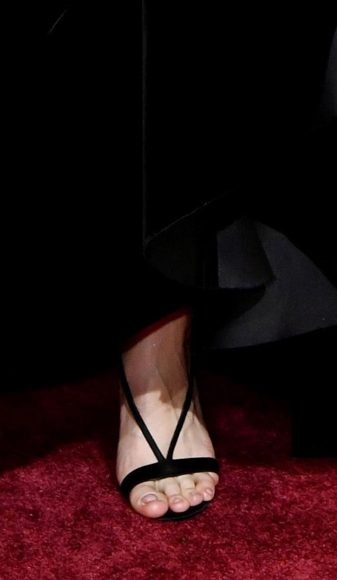 brie larson sandals oscars red carpet 2017