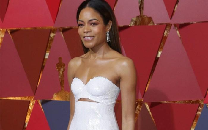Oscars 2017 red carpet Naomie Harris