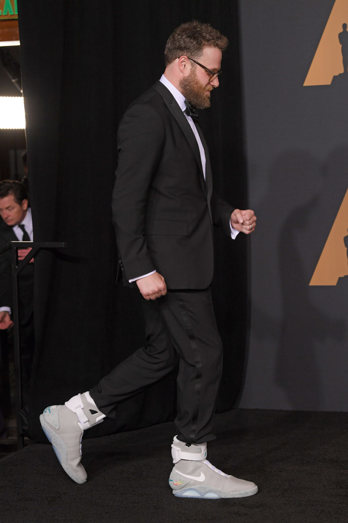 oscars 2017 seth rogen nike air mag sneakers back to the future
