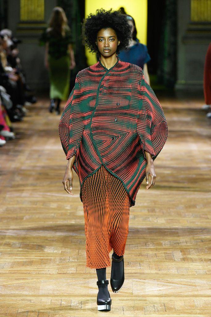 Issey Miyake ready to wear fall 2017