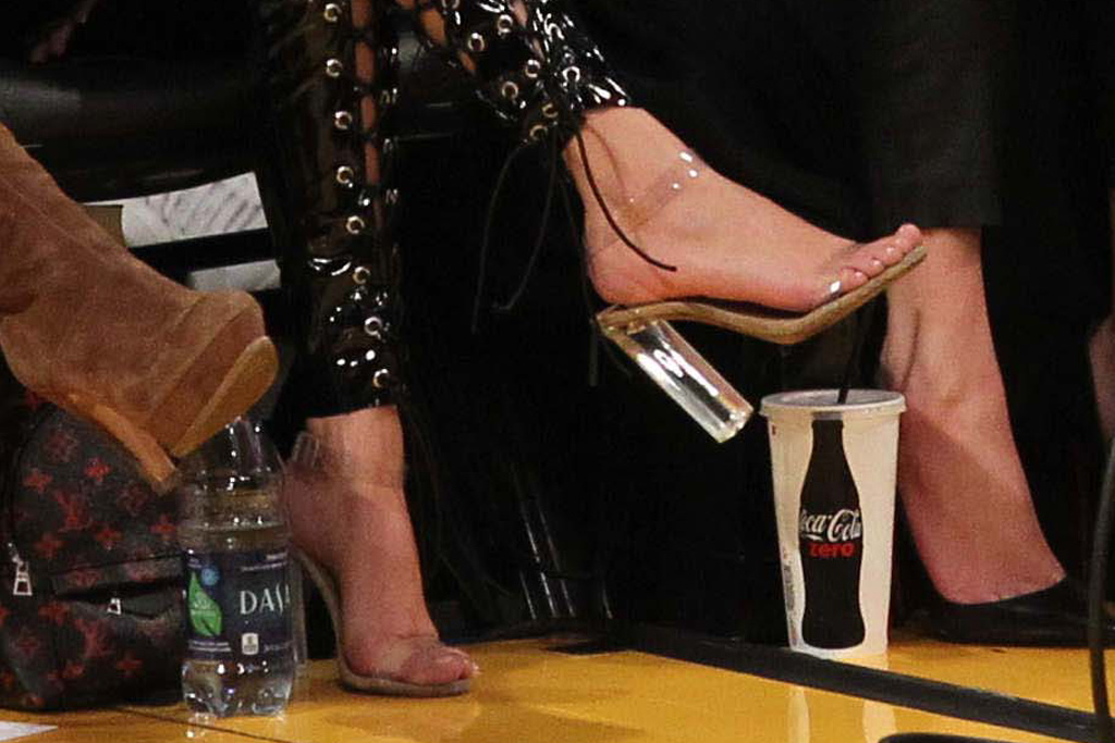 Kourtney Khloe Kardashian Lakers Game