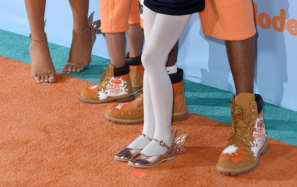 Mariah Carey Nick Cannon children Monroe Cannon Moroccan nickelodeon kids choice awards red carpet 2017 shoes