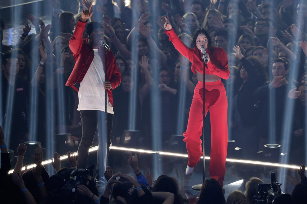 Noah Cyrus iHeartRadio Music Awards