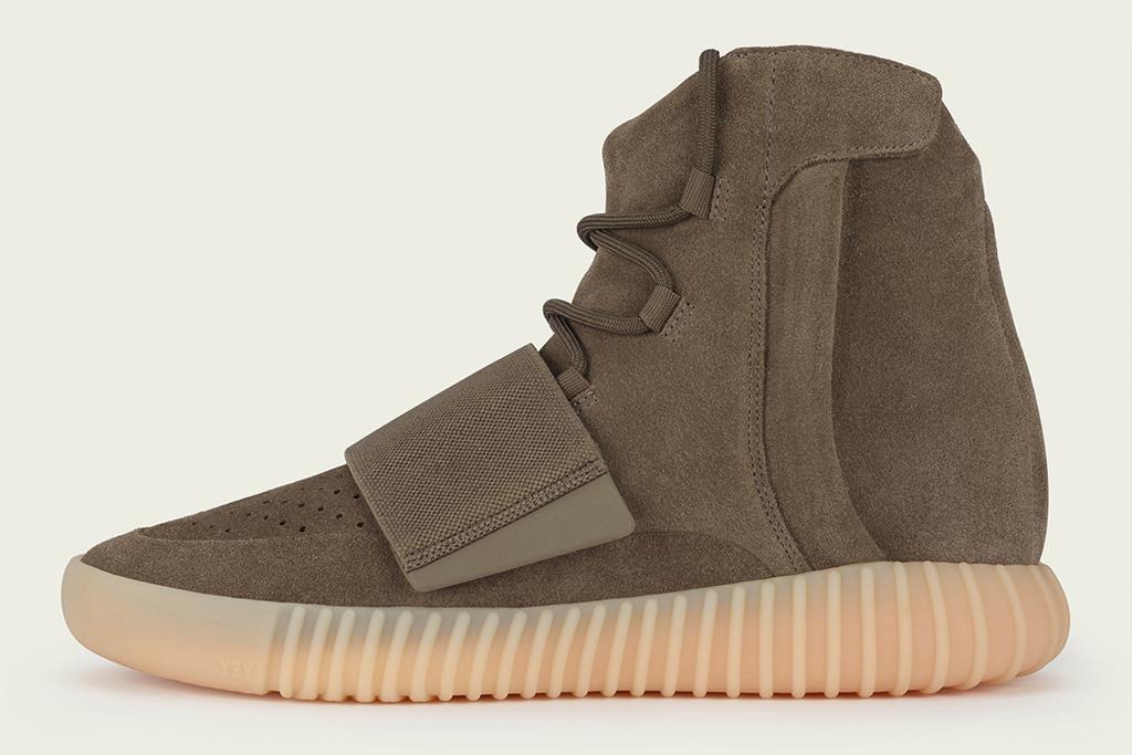 amplificación acantilado encender un fuego  Adidas Yeezy Boost Guide to Every Release So Far: Prices & How to Buy –  Footwear News