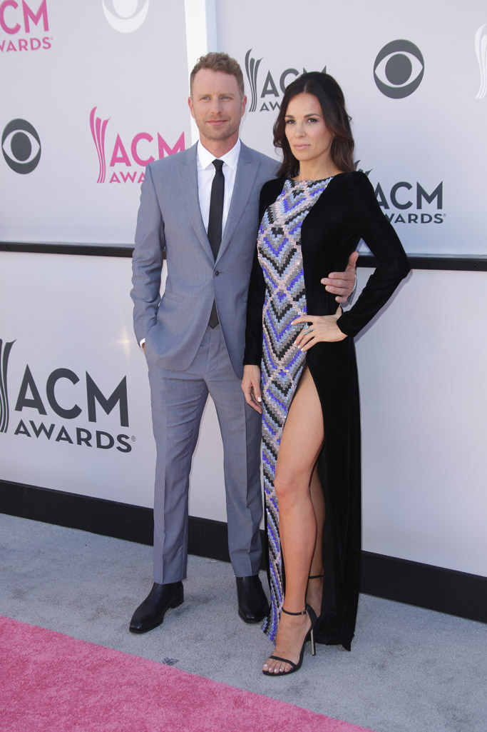 dierks bentley wife cassidy black 2017 acm awards red carpet sandals wife