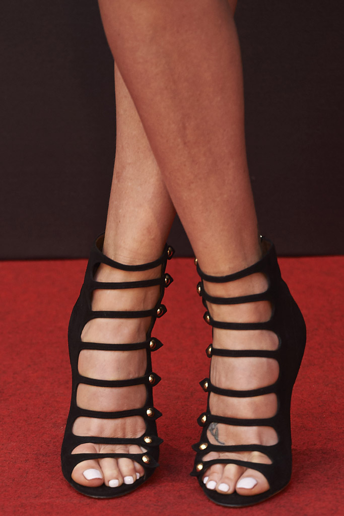charlize theron fast & furious 8 red carpet premiere gucci pedicure sandals booties