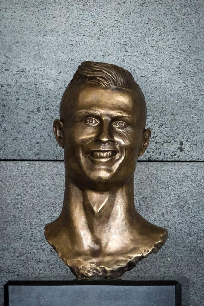 Cristiano Ronaldo bronze bust statue Emanuel Santos sculptor