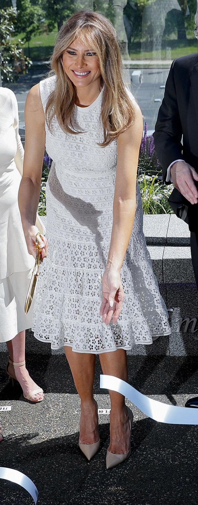 melania trump nude shoes news 2017 dress first lady children's national hospital style christian louboutin Giambattista Valli