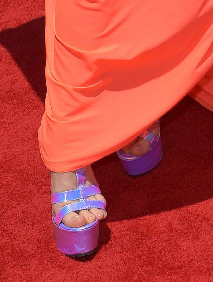 2017 radio disney music awards red carpet fashion outfits style shoes Natasha Bedingfield