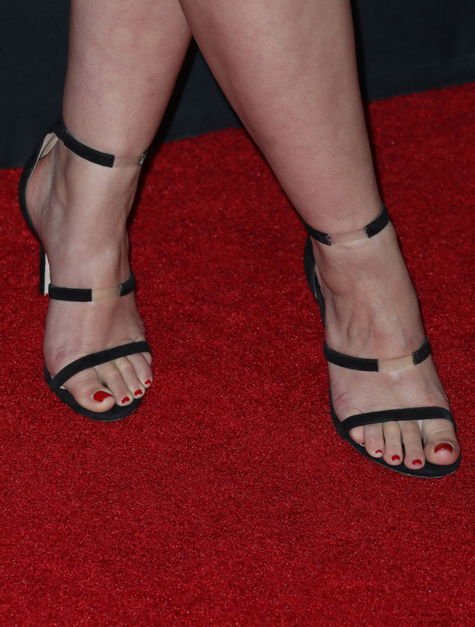 scandal 100th episode red carpet katie lowes