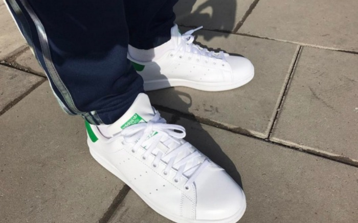 cobre Colega Aflojar  Stan Smith Collector Owns Over 200 Pairs of the Iconic Shoe – Pochta News