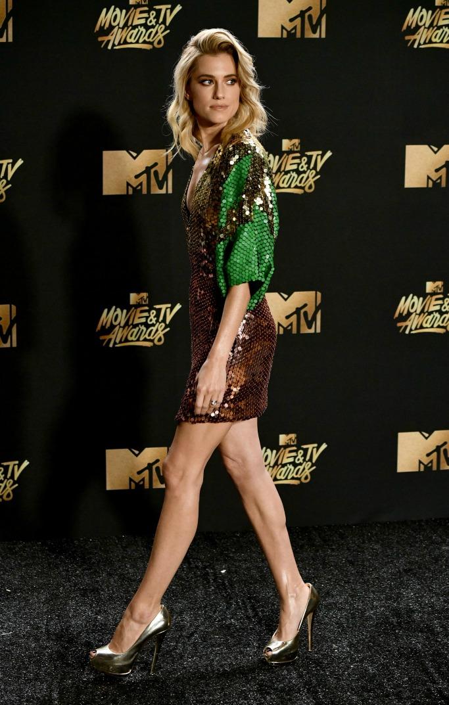 Giuseppe Zanotti allison williams red carpet mtv movie awards tv shoes fashion dress