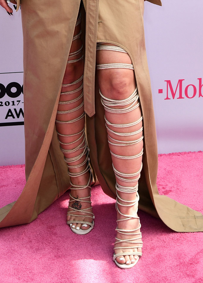 halsey, billboard music awards, red carpet, 2017, celebrities, fashion, style, dress, shoes