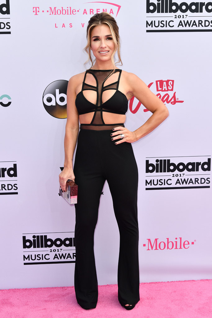 jessie james decker, billboard music awards, red carpet, 2017, celebrities, fashion, style, dress, shoes