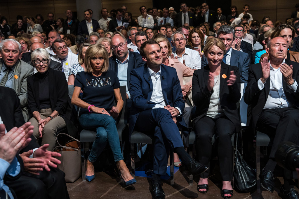 Emmanuel Macron, Brigitte Trogneux, fashion, style, dress, shoes, snakeskin blue pumps, skinny jeans, first lady of france