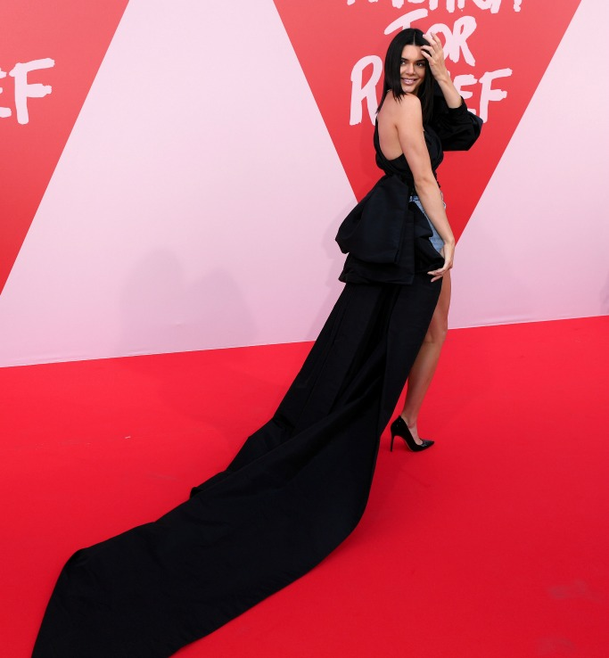 kendall jenner, fashion for relief, sergio rossi, cannes fim festival