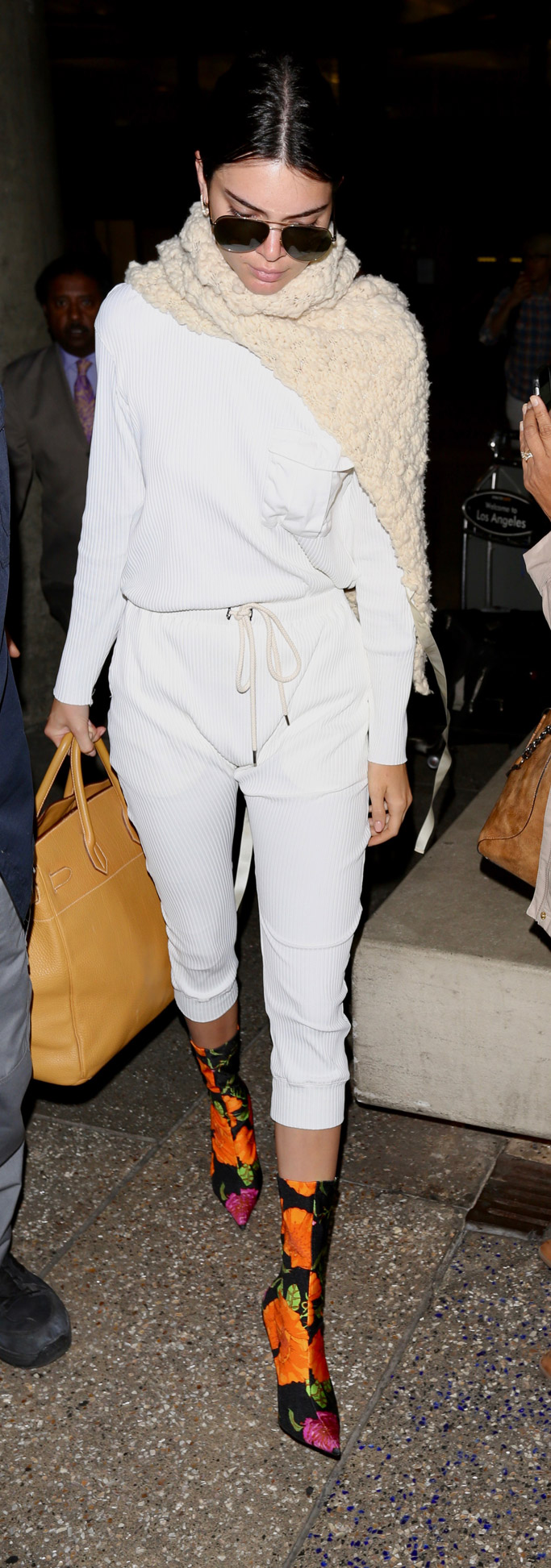 kendall jenner, balenciaga, knife boots, booties, style, sweatpants, bassike, spring 2017
