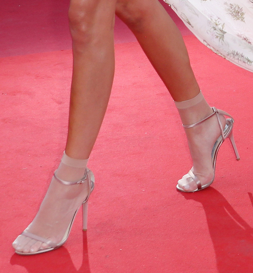 kendall jenner, nude, sandals, cannes film festival 2017, red carpet, legs, feet, pantyhose