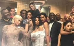 kylie jenner bathroom selfie met gala