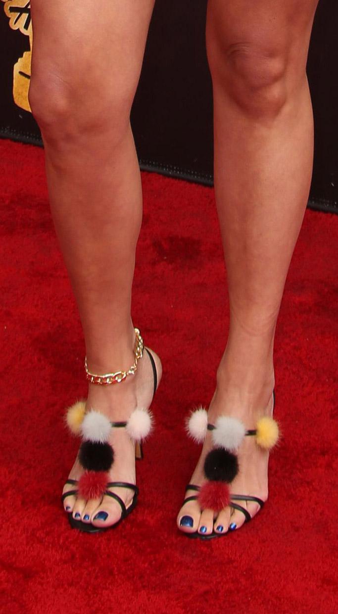 awkward molly tarlov 2017 MTV Movie & TV Awards manolo blahnik pom pom fashion red carpet