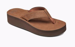 9 Fashionable Sandals for Women With Flat Feet