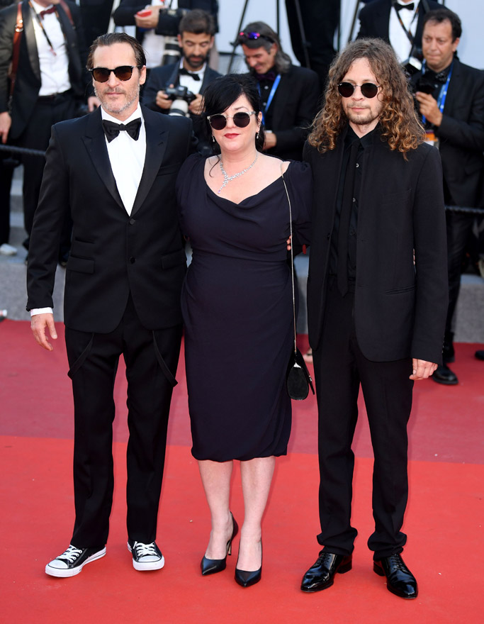Joaquin Phoenix, converse, chuck taylor, red carpet, sneakers, cannes film festival, closing 2017